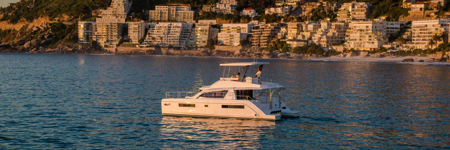Moorings 434 powercat